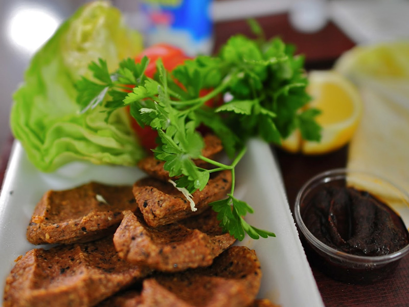 Turkish Çiğ Köfte (the raw meat free version)